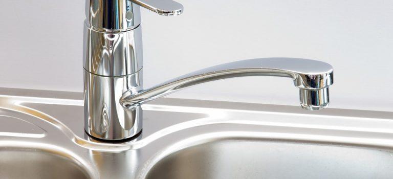Installation d'un robinet mitigeur